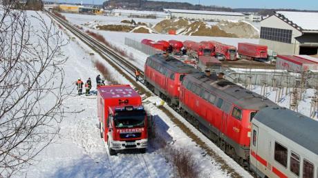 Nachdem der Lokführer einen Leistungsverlust beim ersten Triebfahrzeug bemerkt hatte, stoppte er den Zug auf Höhe der Nordtangente in Illertissen.