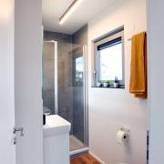 Existenzgründer Firma Schäfer fertigt Kleinhäuser, Pixel Home /