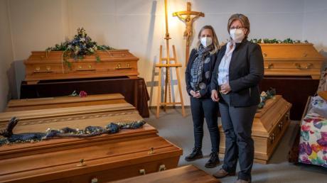 Bianca Elschner links und Rita Pischulti, Sterbefall- und Vorsorgeberaterinnen beim Bestattungsdienst Friede in Friedberg.