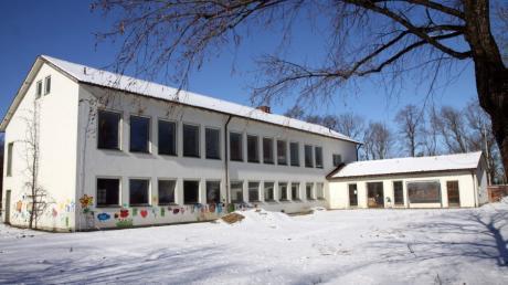 Nachdem die Gemeinderäte in ihrer jüngsten Sitzung über die Auftragsvergaben für verschiedene Gewerke abgestimmt haben, könnten die Umbauarbeiten zur Kindertagesstätte in der alten Schule auf dem Obermeitinger Kirchberg bald beginnen.