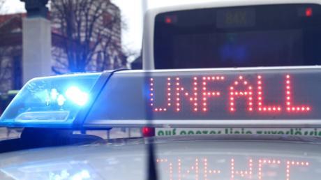 Ein 60-Jähriger landete mit seinem BMW im Acker.