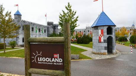 Jahrelang ging es mit den Tourismus und den Gästeankünften im Landkreis Günzburg aufwärts, doch wegen Corona ging es drastisch zurück - das hat auch mit der verkürzten Saison von Legoland zu tun.
