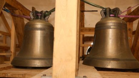 Momentan sind die zwei kleinen Glocken des Sechsergeläuts im Turm der Stadtpfarrkirche aus ihrem Joch genommen. Sie werden nun mit einem Ausgleichspendel versehen.