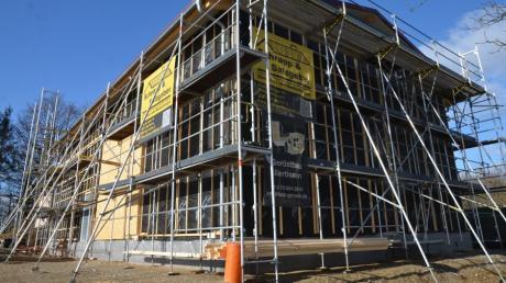 Der neue Hochbehälter in Bellenberg wird neben dem bisherigen gebaut, allerdings in die Höhe statt in die Tiefe. Wie geht es voran? Ein Planer beantwortete dazu nun Fragen.