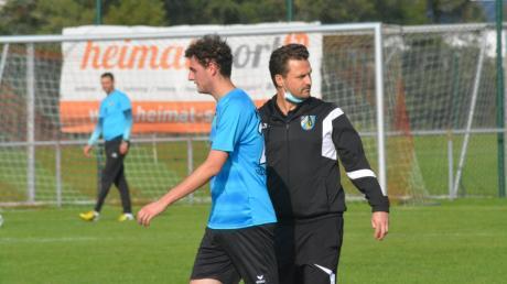 Wann geht es weiter? Das fragen sich auch Aystettens Trainer Marco Löring (rechts) und Fabian Krug.