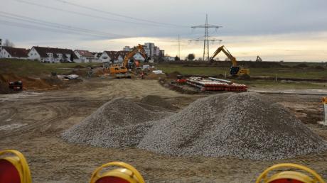 """Auf der Baustelle zum neuen Baugebiet """"Am Stadtpark"""" in Wullenstetten wird seit Frühjahr 2020 gearbeitet."""