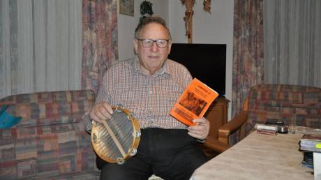 Bei Musik und Gesang in fröhlicher Runde ist Manfred Neugebauer voll in seinem Element.