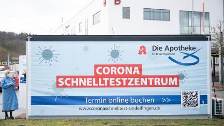 Im Landkreis Böblingen können sich Menschen zwei Mal die Woche kostenlos auf das Coronavirus testen lassen.