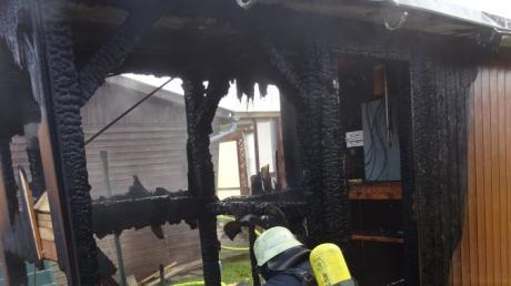 """Nach dem Brand in der Kleingartenanlage """"Weichselwörth"""" in Donauwörth hat die Polizei die Ursache ermittelt.."""