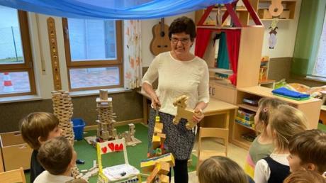 Kunigunde Ruisinger bei ihrer Verabschiedung in ihrer Kindergarten-Gruppe in Thierhaupten.