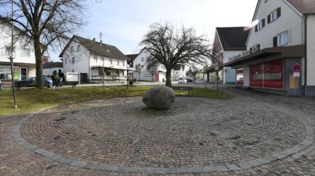 Die Ortsmitte von Fischach rund um den Marktplatz soll neu gestaltet werden. Dort sind ein neues Rathaus und ein Bürgerhaus geplant.