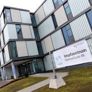 Das Augsburger Impfzentrum hat am Wochenende 1600 Impftermine zusätzlich vergeben. Diese waren nach wenigen Stunden bereits ausgebucht.
