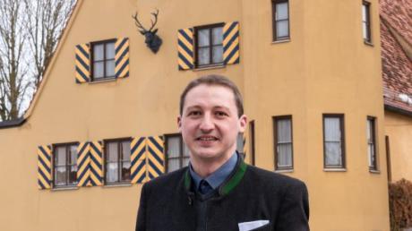 Dominik Mendle ist der neue Forstbetriebsleiter des Fürstlich und Gräflich Fugger'schen Stiftungsforstamts in Laugna, der Gräflich Fugger'schen Zentralverwaltung Illerkirchberg, des Freiherrlich von Herman'schen Rent- und Forstamts in Wain, das ebenfalls nahe der Iller liegt, und der Waldbesitzervereinigung Region Augsburg.