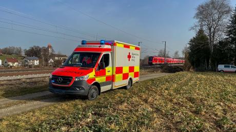 Ein Unfall hat sich am Dienstagmorgen auf der Bahnstrecke München-Lindau im Gemeindebereich Penzing ereignet. Eine Person kam dabei ums Leben.