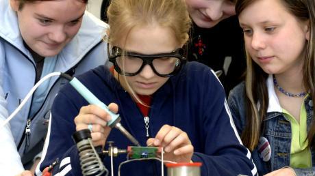 Bei Jugend forscht geht es vor allen Dingen darum, Kinder und Jugendliche dafür zu begeistern, Neues zu entdecken.