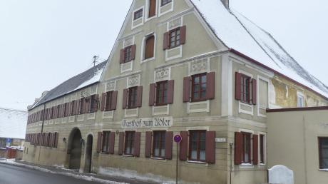 Im denkmalgeschützten Gasthof Adler in Großaitingen sollen Wohnungen entstehen. Es gibt allerdings Probleme mit der Genehmigung wegen der Stellplätze.