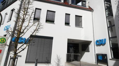 Sechs Monate vor der Bundestagswahl steckt die CSU im Landkreis Günzburg tief in der Krise. Es laufen Ermittlungen gegen Nüßlein, Sauter und Krautkrämer. Holt die CSU im Wahlkreis Neu-Ulm trotzdem wie immer das Direktmandat?