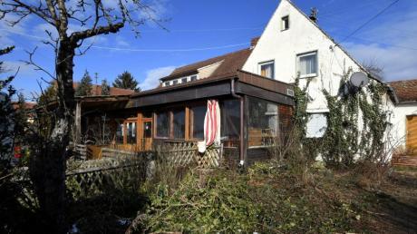 Das ehemalige Café Westend in Täfertingen bei Neusäß soll für eine neue Wohnbebauung abgerissen werden.