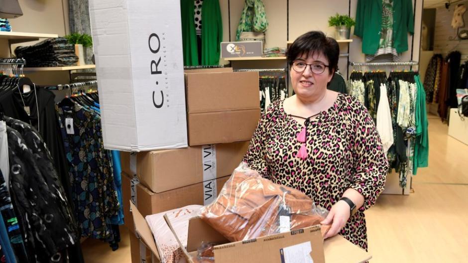 Auch Claudia Michl, Inhaberin des Modegeschäfts XL mit Pfiff, hat der Lockdown in Schwierigkeiten gebracht.
