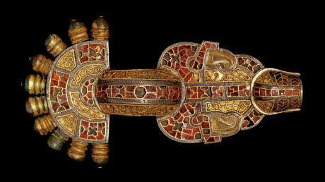 Die 16 Zentimeter lange Bügelfibel von Wittislingen ist in puncto Qualität eine der besten jemals gefundenen Objekte aus dem Frühen Mittelalter in Europa.