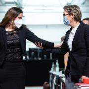 Die Linkenspitze geht im Interview auf Distanz zur früheren zu Sarah Wagenknecht.