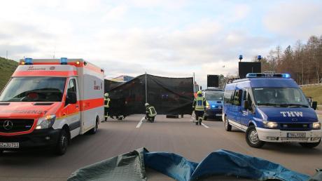 Bei Unfällen auf der A 8 müssen oft mobile Sichtschutzwände gegen Gaffer aufgestellt werden. Deshalb will die Feuerwehr Adelsried eine solche beschaffen.