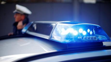 Die Polizei meldet einen Fall von Unfallflucht in Zusamzell. Zeugen werden um Hinweise gebeten.