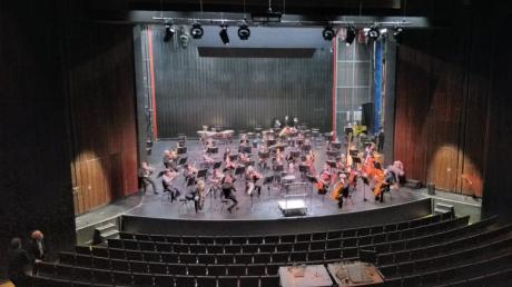Das Theater Ulm sucht einen neuen musikalischen Chef. An vier Abenden dirigieren vier Kandidaten um das Amt des Generalmusikdirektors.