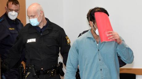 Aus Wut über die Trennung seiner Frau hat Nabi S. seinen 15 Jahre alten Schwager ermordet. Zudem wollte er weitere Angehörige töten. Jetzt fiel das Urteil gegen den Afghanen vor dem Augsburger Schwurgericht.