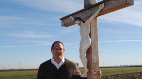 Christoph Kastl hat das Feldkreuz aus Dankbarkeit an das Leben saniert. Er wünscht sich, dass der Platz rege genutzt, dann aber auch wieder ordentlich verlassen wird.