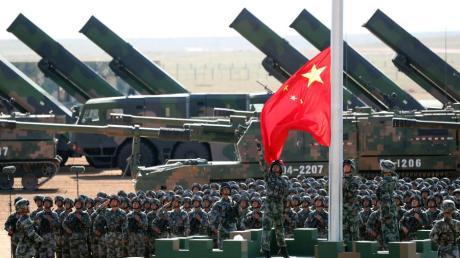 Militärische Aufmärsche, aggressive Außen- und Handelspolitik, schwerste Menschenrechtsverletzungen - Alexander Graf Lambsdorff warnt vor dem Hegemonialstreben Pekings.