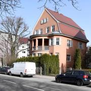 Bei der Stadt Augsburg liegt ein Antrag vor, anstelle dieser historischen Villa in der Perzheimstraße einen Neubau zu errichten.