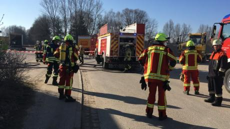 Ein Großaufgebot an Rettungskräften rückte am Dienstag an den Unterkreuthweg in Mühlhausen aus. Dort war Salpetersäure ausgelaufen. Weil der Behälter nicht rechtzeitig entsorgt wurde, mussten die Feuerwehren am Mittwochmittag erneut eingreifen.