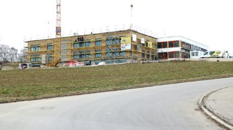 Der Anbau an die Aindlinger Mittelschule macht Fortschritte. Im September soll er bezogen werden.