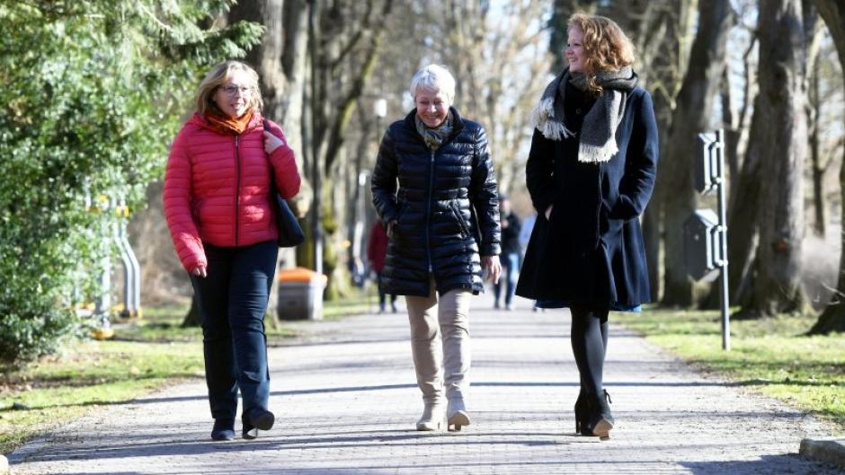 Zum Weltfrauentag sprach Christina Heller-Beschnitt (rechts) mit ihrer Mama, Gabriele Heller (links) und ihrer Oma, Hannelore Mayershofer (Mitte) über Gleichberechtigung.