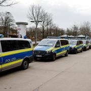 Die Polizei überwacht den Lockdown in der Flensburger Innenstadt.