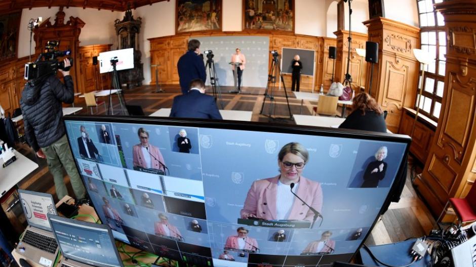 Augsburgs Oberbürgermeisterin Eva Weber (CSU) äußerte sich bei einer Pressekonferenz zur Corona-Lage in der Stadt.