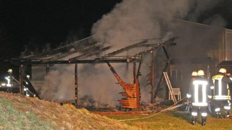 50 Männer der Feuerwehren aus Deiningen, Fessenheim und Alerheim waren bei dem Brand in Deiningen im Einsatz.