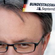 Das kommt nicht mehr: Plakat im Bundestagswahlkampf 2017 in Mönstetten, das Georg Nüßlein zeigt. Damals war das Datum der Bundestagswahl handschriftlich ausgebessert, das es noch keine neuen Wahlplakate gab. Der CSU-Politiker aus Münsterhausen verzichtet als Folge der Masken-Affäre auf eine erneute Kandidatur 2021. SPD und Grüne im Landkries wollen aber, dass er sofort sein Bundestagsmandat niederlegt.