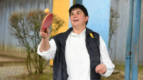 Der kleine Tischtennisball gehorcht ihr noch immer: Die fünffache Olympia-Teilnehmerin Csilla Batorfi zeigt Tricks zum Nachmachen.