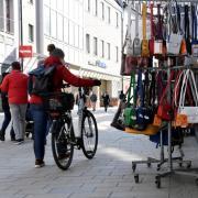 In der Augsburger Innenstadt, wie hier in der Annastraße, waren viele Geschäfte für Terminshopping geöffnet.