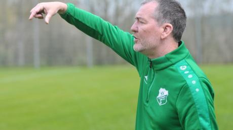 Derzeit gibt Robert Walch noch beim SV Aislingen die Kommandos.  Ab dem Sommer will er den Neuaufbau beim TSV Neusäß vorantreiben.