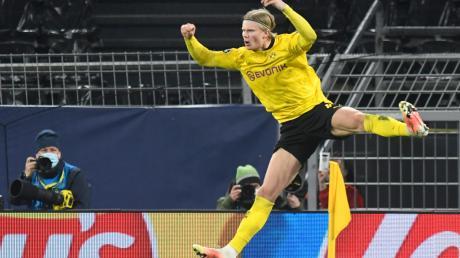 Dortmunds Erling Haaland feiert das Tor zum 2:0.
