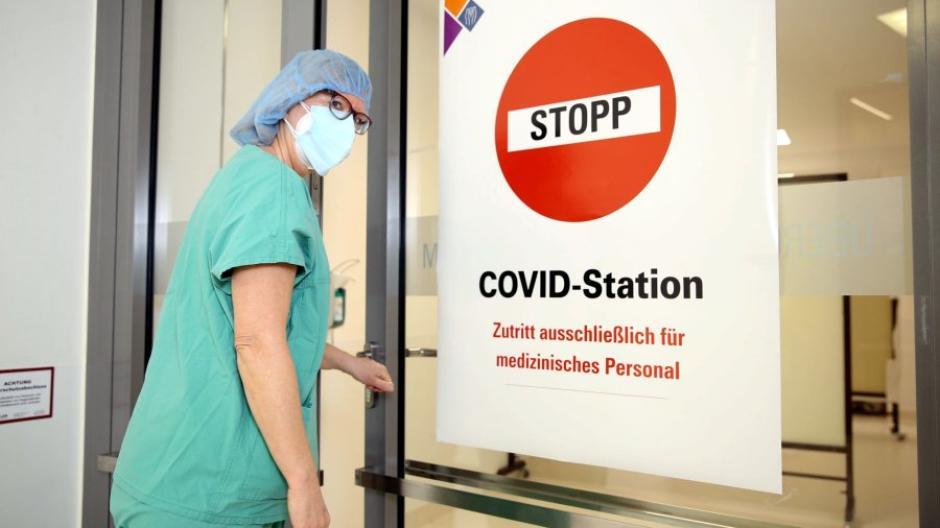 An der Uniklinik in Augsburg ist die Zahl der Corona-Patienten in den vergangenen Tagen deutlich gestiegen – auch wenn die Inzidenz zuletzt leicht gesunken ist.