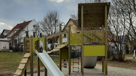 Tolle Spielgeräte für Spielplätze kosten oft viel Geld. Aber sie erhöhen auch die Beliebtheit der Anlagen. Im Bild der Spielturm im Aindlinger Baugebiet am Marktanger.