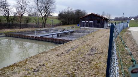 Auf dem Gelände der Kläranlage in Reinhartshausen sollen kleine Photovoltaikanlagen zur Eigenversorgung gebaut werden.
