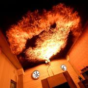 """Im """"Flash-Over-Raum"""" in der neuen Feuerwehrerlebniswelt kann man hautnah erleben, was geschieht, wenn man in einem brennenden Raum die Türe öffnet."""