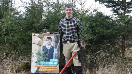 Klaus Tochtermann löste sein Wahlversprechen mit einer Baumpflanzaktion ein.