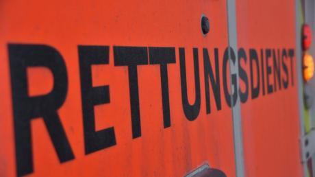 Ein Motorradfahrer hat sich am Samstag bei einem Unfall nahe Niederschönenfeld verletzt.