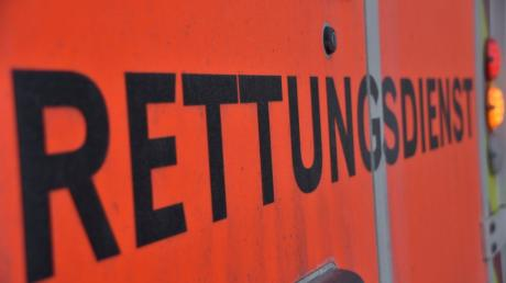 Verlorene Ladung hat auf der B16 bei Erlingshofen dafür gesorgt, dass in der Folge ein Kind verletzt wurde.